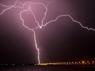 Lightening Clontarf-BrambleBay